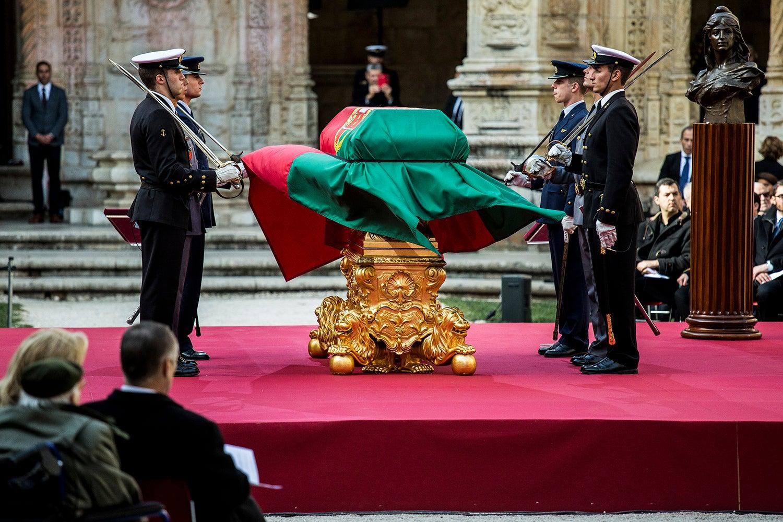 Resultado de imagem para mario soares funeral