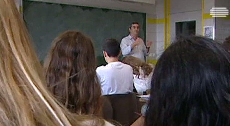 País - Ministério da Educação vai contratar 500 professores