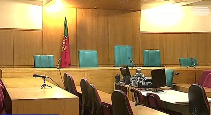 País - BE quer reduzir custas judiciais para facilitar a todos o acesso à Justiça