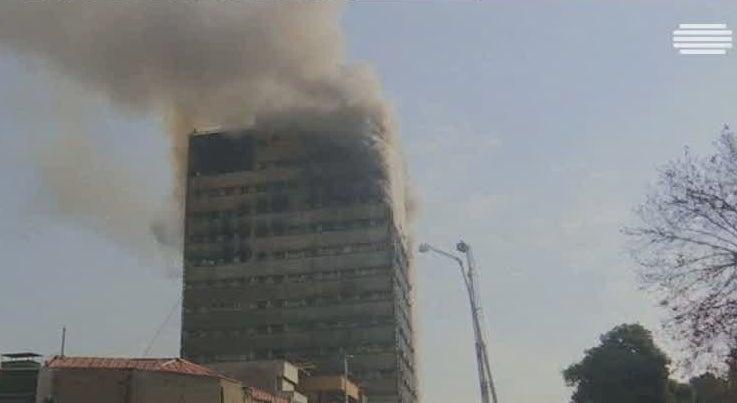 Mundo - Colapso de prédio em Teerão provoca mais de 20 mortos