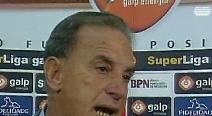 Mundo - Morreu treinador brasileiro Carlos Alberto Silva