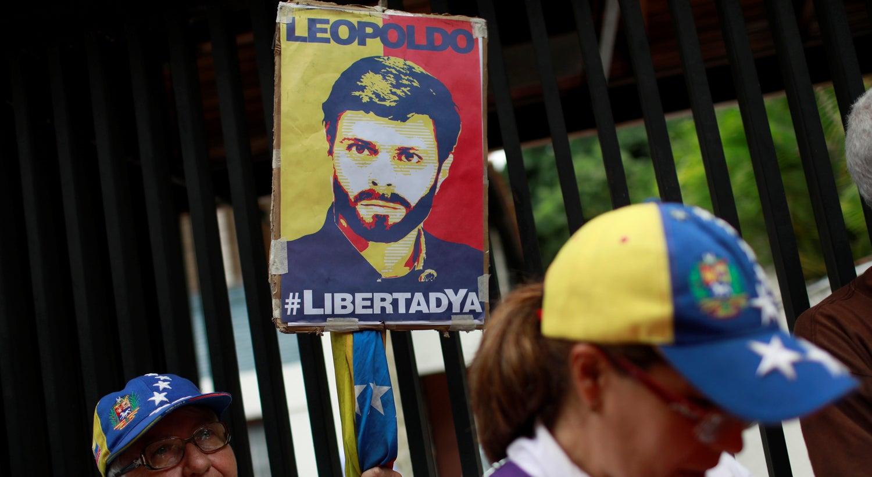 Líder da oposição venezuelana Leopoldo Lopez regressa a prisão domiciliária