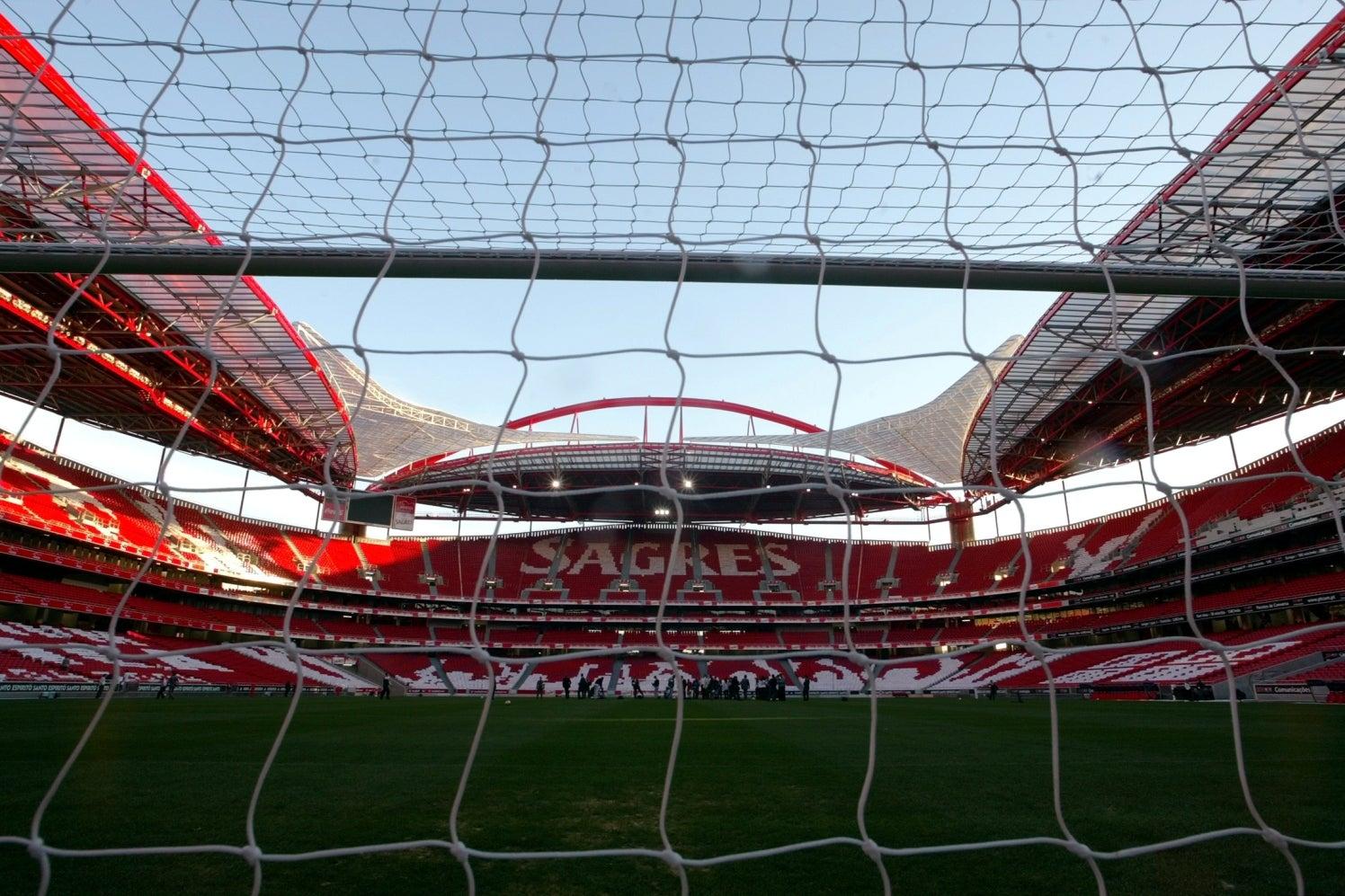 Novas buscas no Benfica relacionadas com caso dos emails