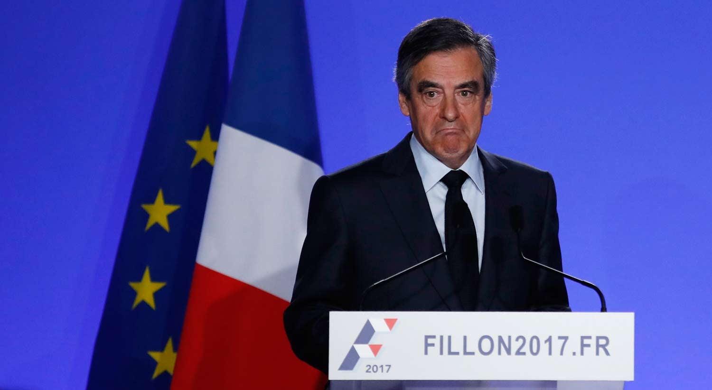 Fillon anuncia que será investigado, mas mantém candidatura