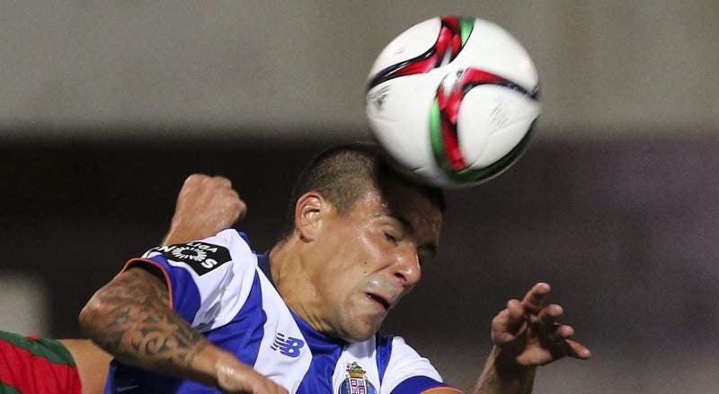 Maxi Pereira fica ausente do jogo com o Sp. Braga