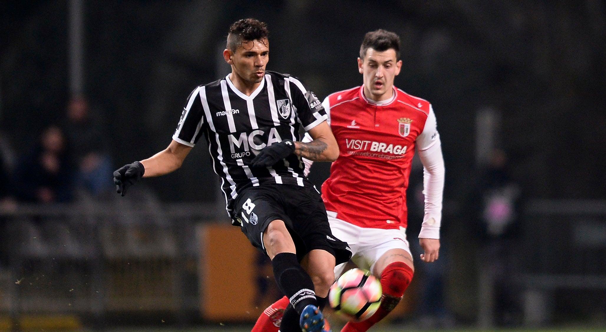 FC Porto assegura contratação do ponta de lança Soares