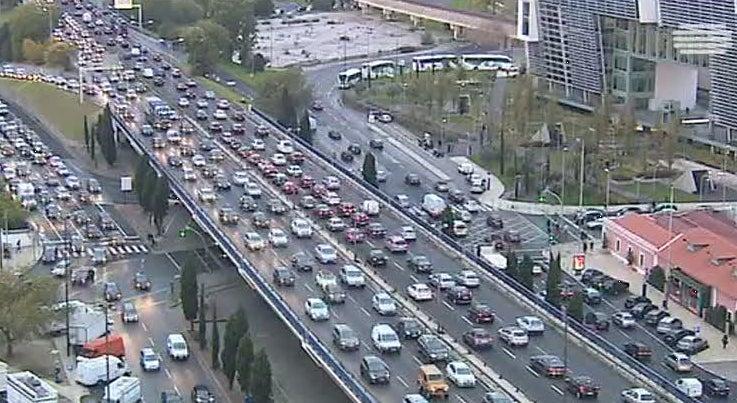 País - Portugueses preferem carro aos transportes públicos