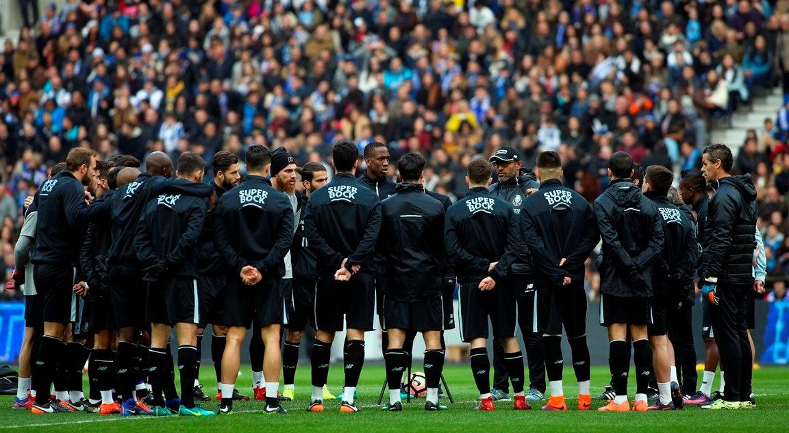 Resultado de imagem para Cerca de 28.000 adeptos apoiaram o FC Porto no primeiro treino do ano