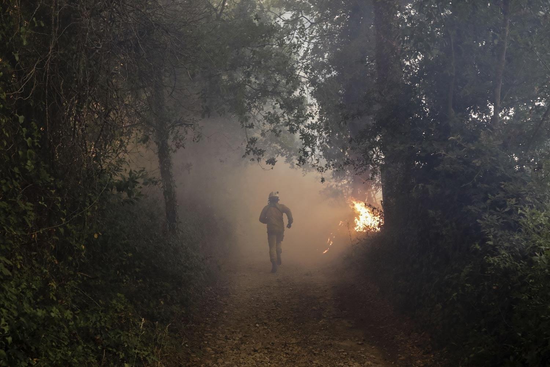 Civis e bombeiros feridos, colégio ardeu totalmente — Louriçal do Campo