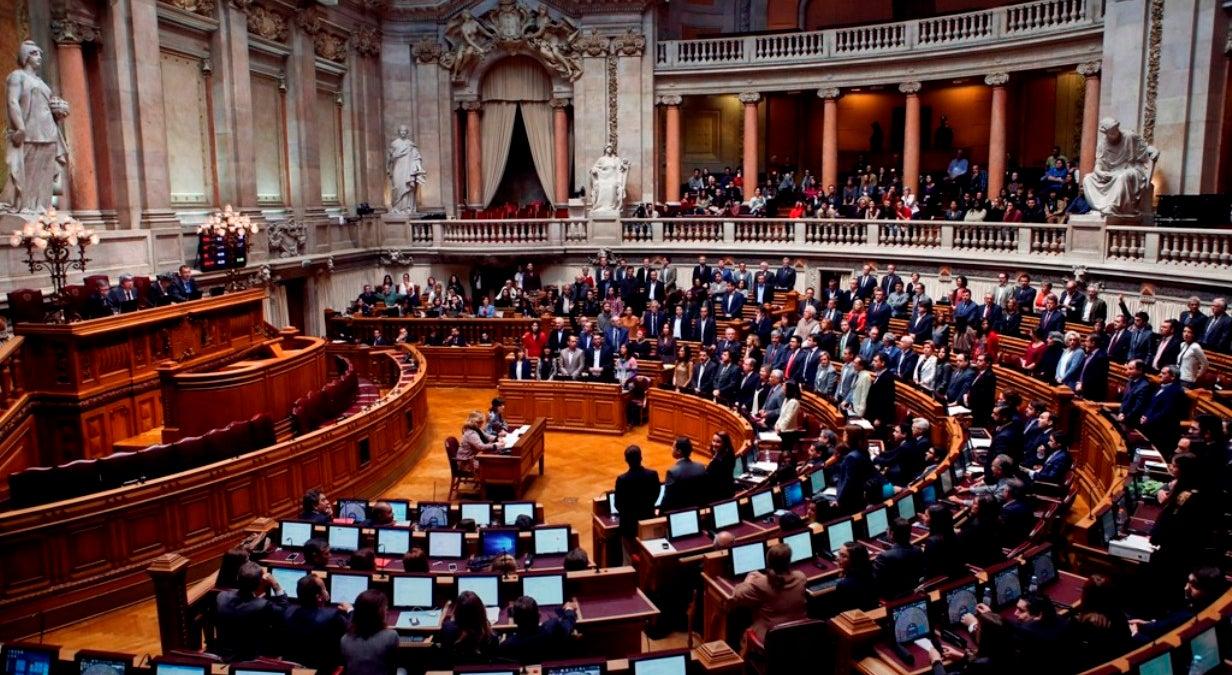 Política - Bloco e PCP não querem descida da TSU