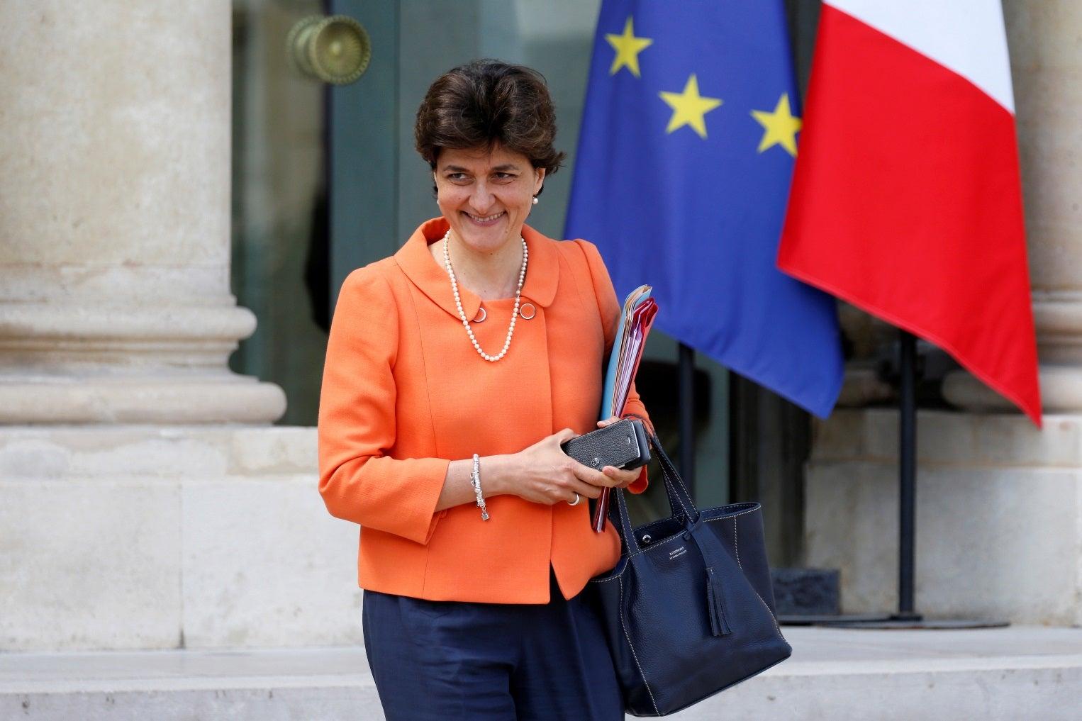 Ministra da Defesa da França anuncia sua renúncia