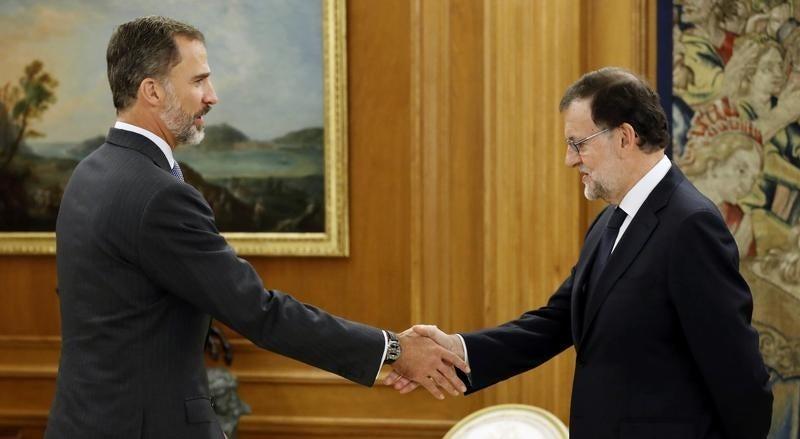 Mariano Rajoy avan�a para vota��o com aval do PSOE