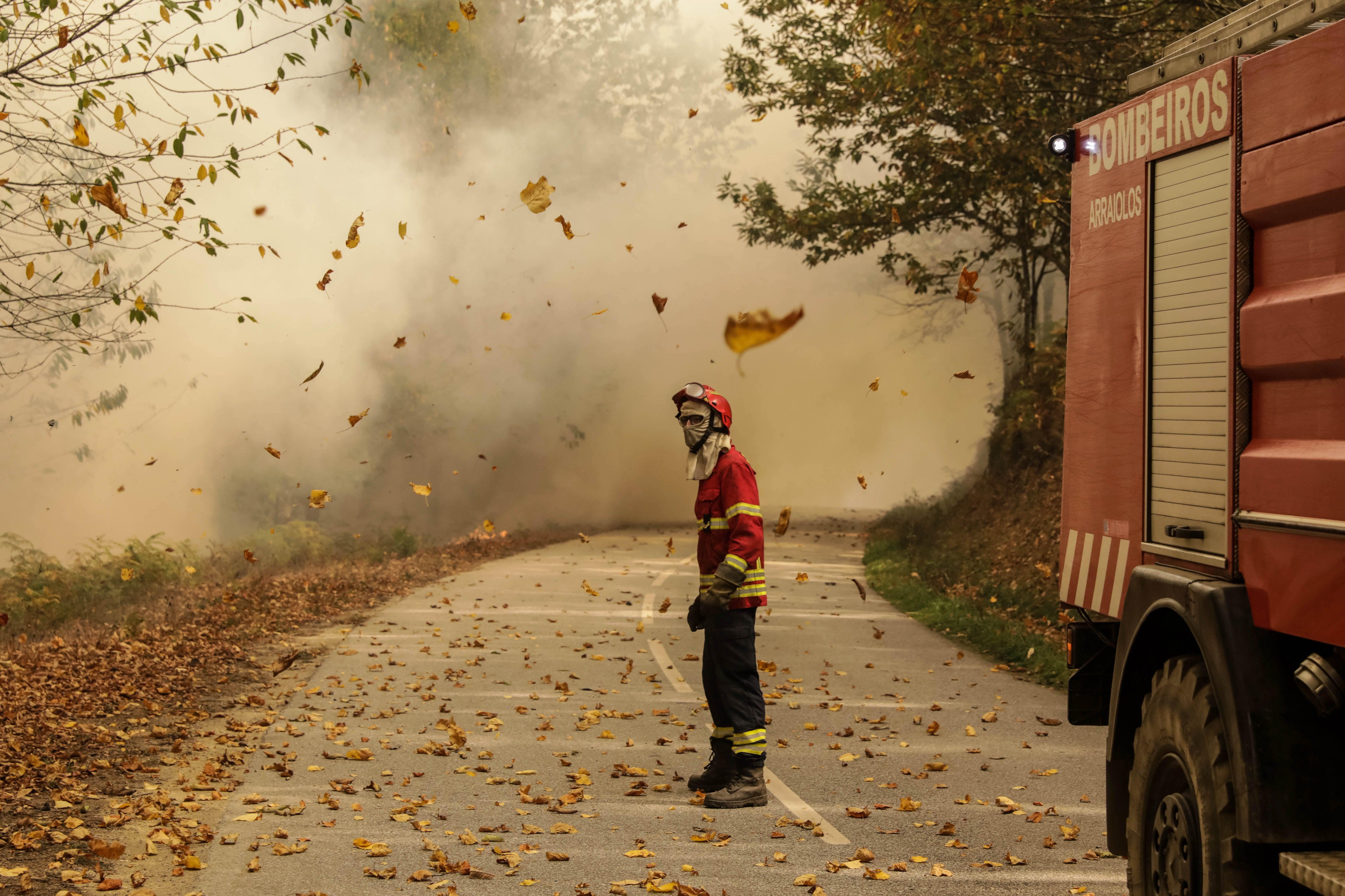 Acidente com camião dos bombeiros faz um ferido grave e um ligeiro