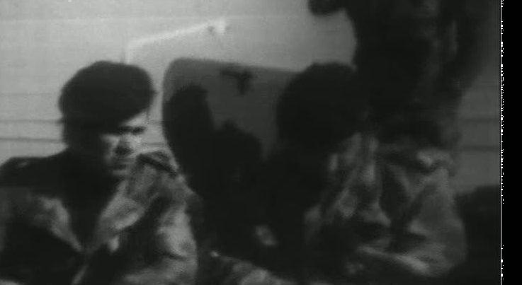 O outro lado do 25 de Novembro - P�raquedistas ocupam bases e explicam-se � reportagem da RTP