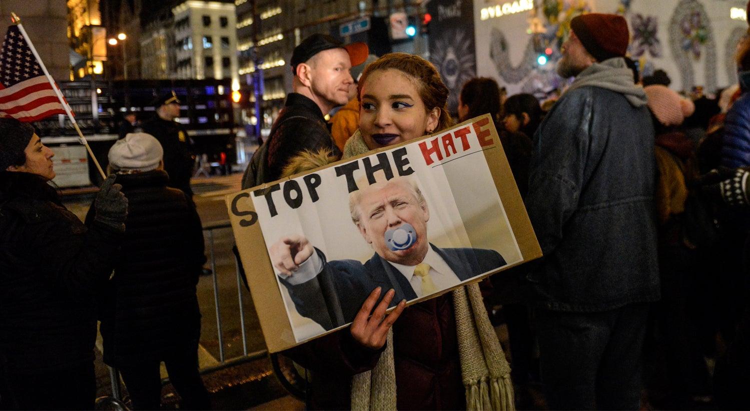 Mundo - Sucedem-se os protestos contra Trump