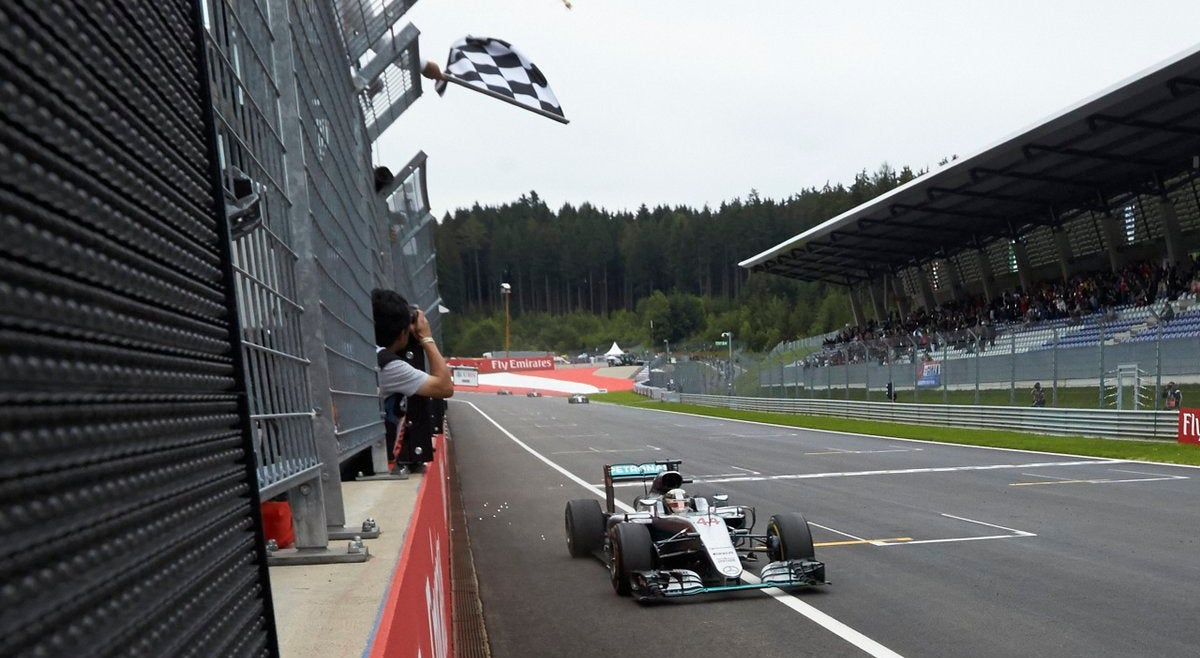 Hamilton vence �ustria na �ltima Volta