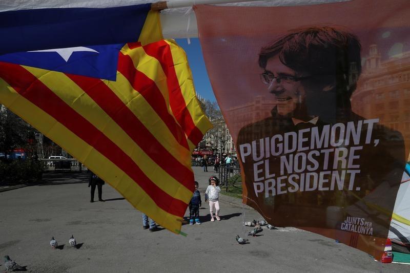 Promotoria alemã pede extradição de Puigdemont para Espanha
