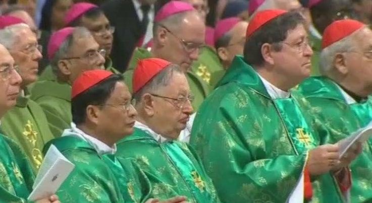 S�nodo marcado pela revela��o de um padre que admitiu homossexualidade