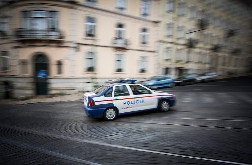 Três jovens esfaqueados junto a escola de Lisboa