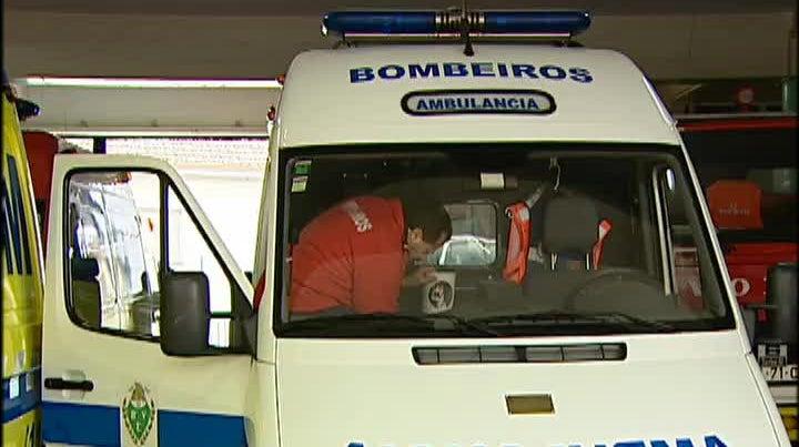 Bombeiros de Ermesinde dizem que n�o t�m dinheiro para certificar ambul�ncias