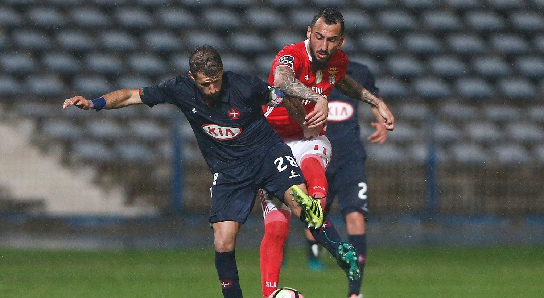 Mitroglou e Grimaldo devolvem lideran�a isolada ao Benfica
