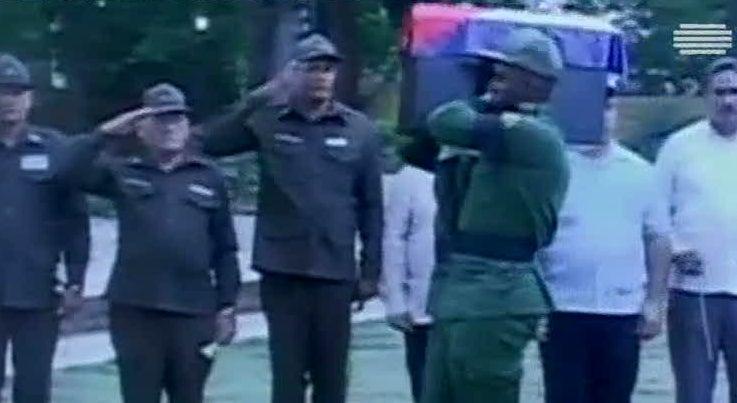 Mundo - Urna com cinzas de Fidel pelas ruas de Santiago de Cuba