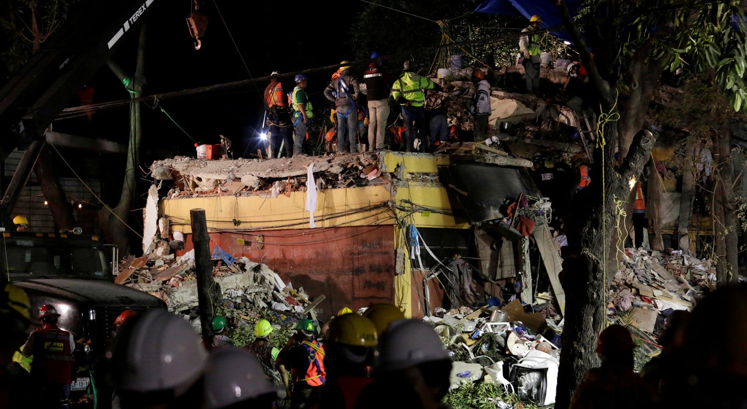 México contabiliza 305 mortos no terremoto do dia 19