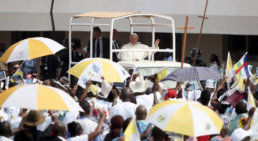 Mundo - Papa conclui p�riplo africano visitando mesquita de Bangui