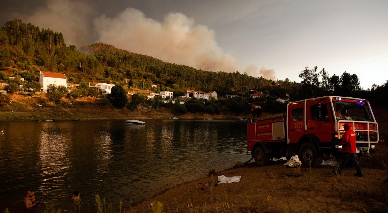 Cinco fogos ativos concentram mais de 700 bombeiros