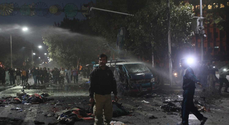 Pelo menos dez mortos em atentado