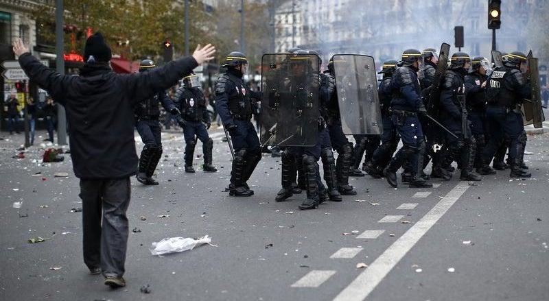 Pa�s - Manifestantes envolvidos nos confrontos eram radicais