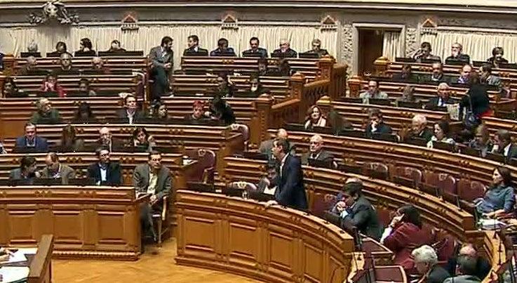 Pol�tica - PS e PCP dizem que Cavaco Silva n�o foi prudente ao marcar a tomada de posse para a hora de plen�rio