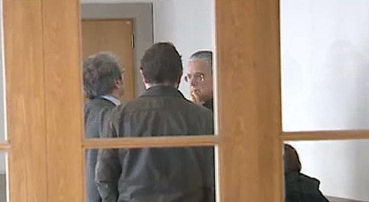 Pa�s - Ex-Presidente da C�mara de Matosinhos acusado de abuso de confian�a e falsifica��o de documentos