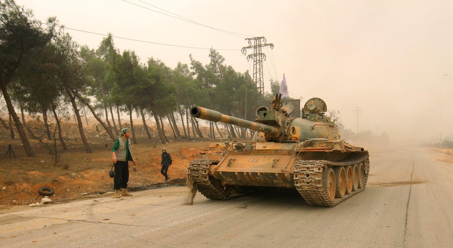 Ofensiva rebelde tenta quebrar cerco em Alepo
