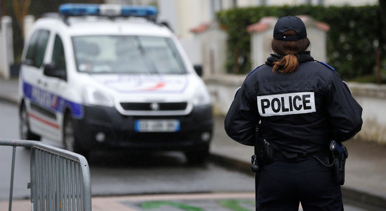 Jovem de 17 anos detido após tiroteio em liceu em França