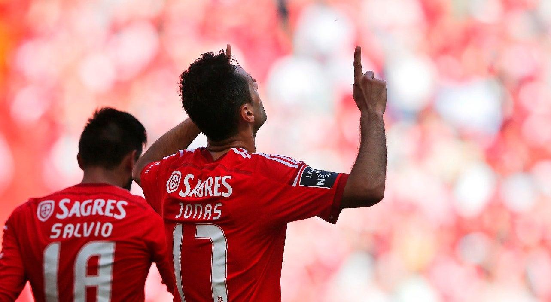 Jonas nos convocados do Benfica para o dérbi com o Sporting