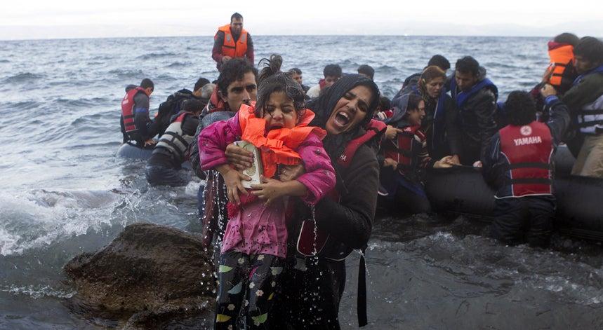 900 migrantes resgatados no Mediterr�neo