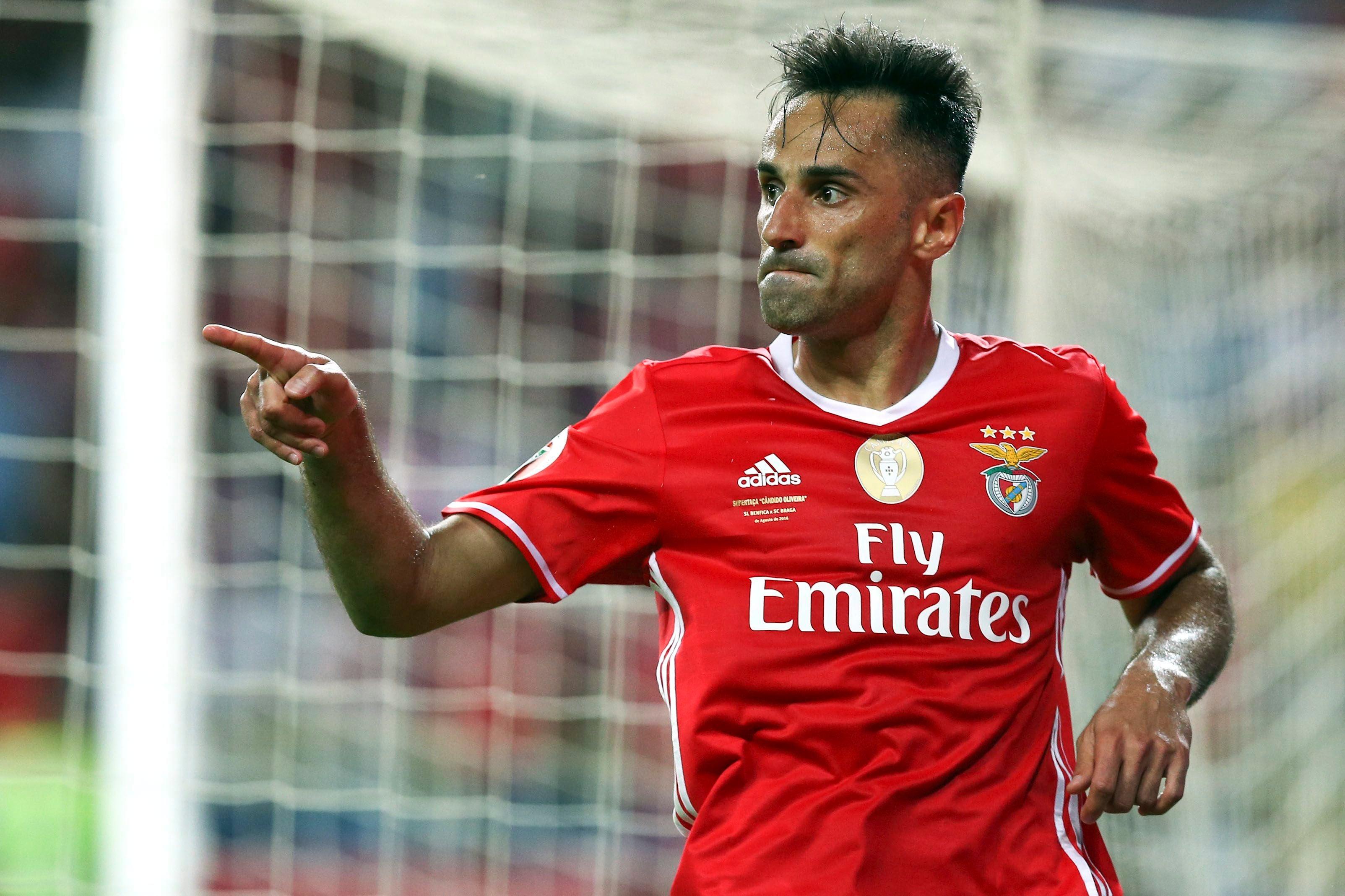 Arsenal e Benfica empatam ao intervalo