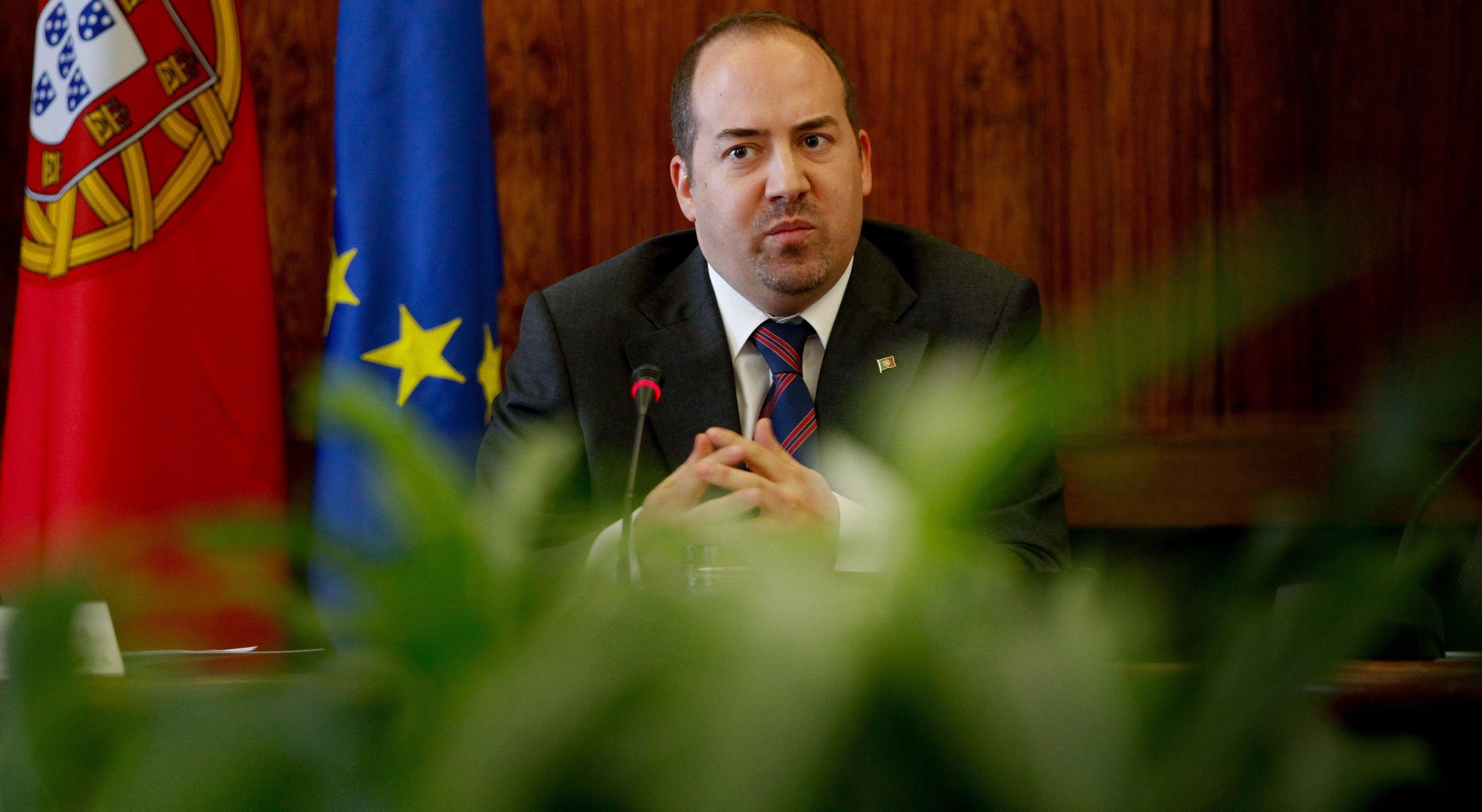 Governo acerta suspensão de quatro feriados a partir de 2013 debaixo de críticas