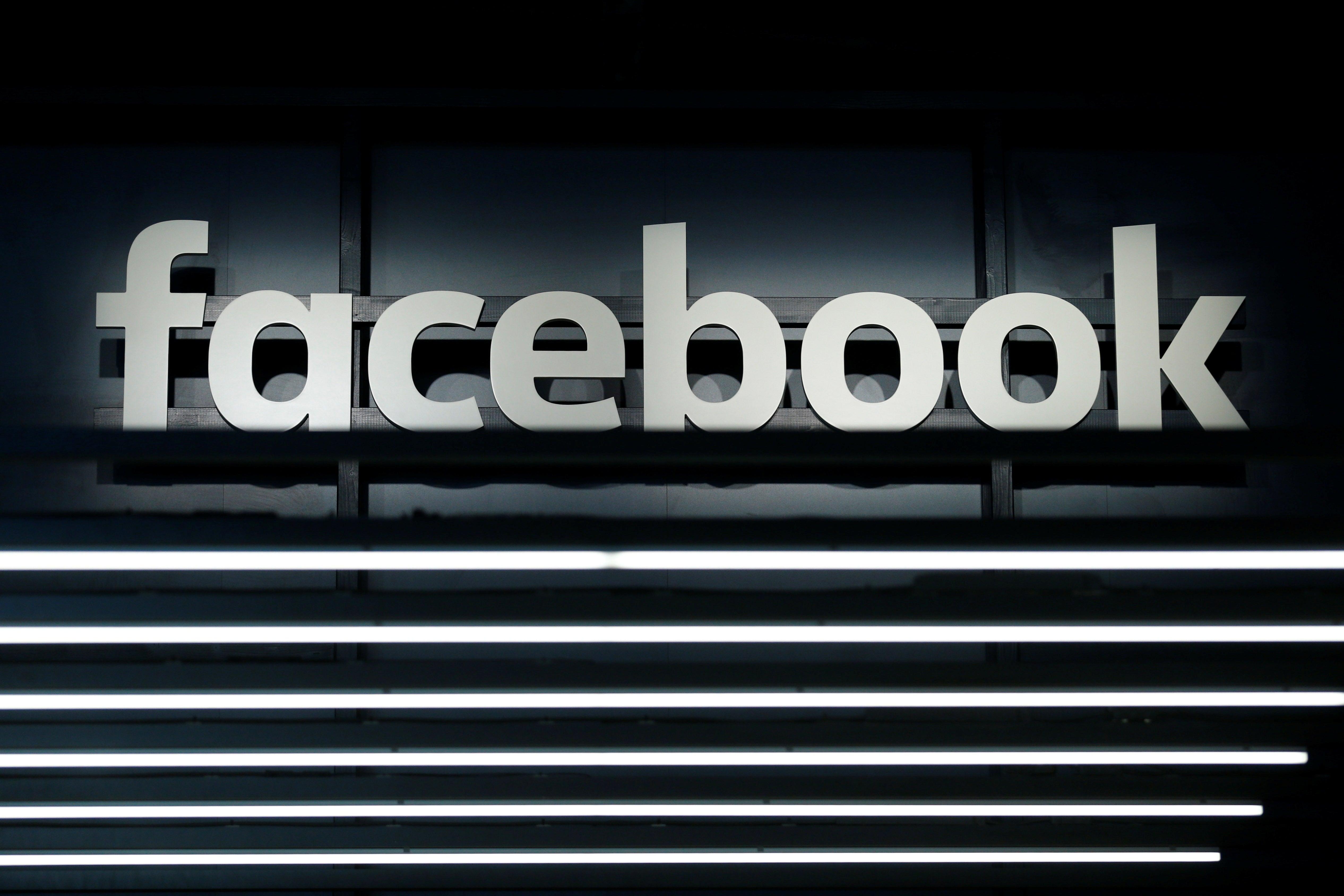Facebook reconhece que também tem consequências negativas para a democracia