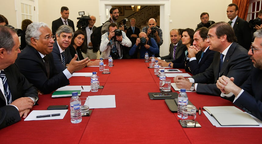 L�deres do PSD, CDS e PS reunidos para debater viabilidade de Governo