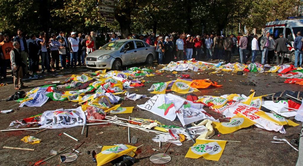 Atentado suicida em manifesta��o pr�-curda faz dezenas de mortos