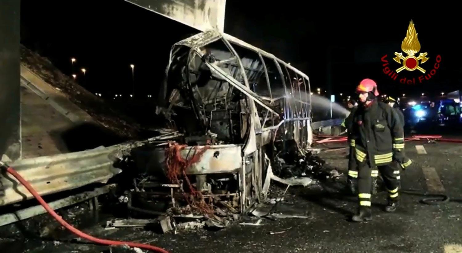 Resultado de imagem para Acidente em Itália com autocarro de estudantes faz 16 mortos
