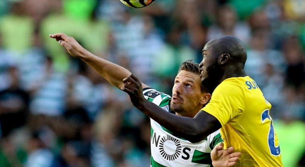 Rivais do Benfica tentam tirar proveito da derrota na Madeira