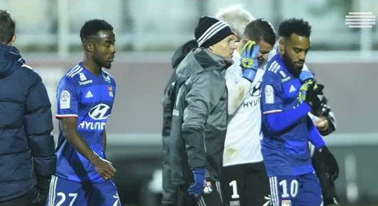 Desporto - Anthony Lopes atingido por petardos durante jogo do Lyon