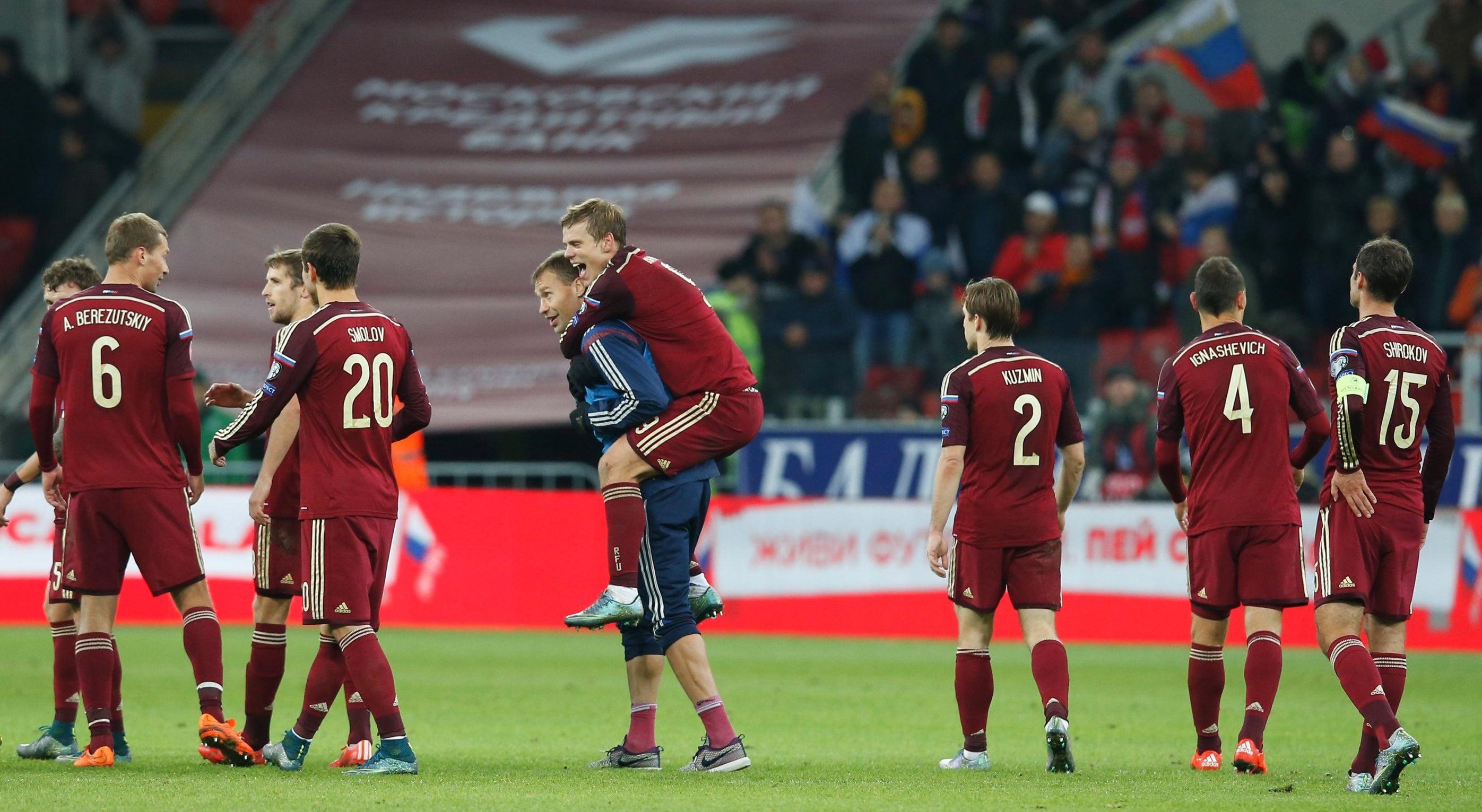 R�ssia e Eslov�quia apuradas Holanda tenta o milagre