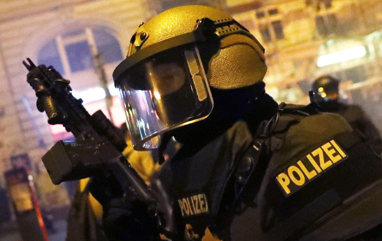 Ataque com faca em supermercado faz um morto e vários feridos — Hamburgo