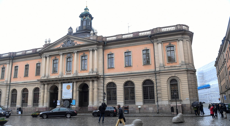 Nobel de Literatura 2018 é suspenso após escândalo sexual