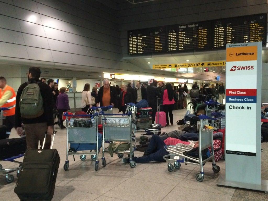 Confusão no aeroporto de Lisboa devido a