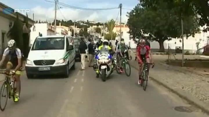 Passagem de comboio atrasa Volta ao Algarve em bicicleta